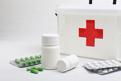 Botiquines para empresas y colegios en Farmacia Cinco Caballeros