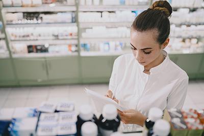 Depósito de medicamentos par centros sanitarios Farmacia Cinco Caballeros